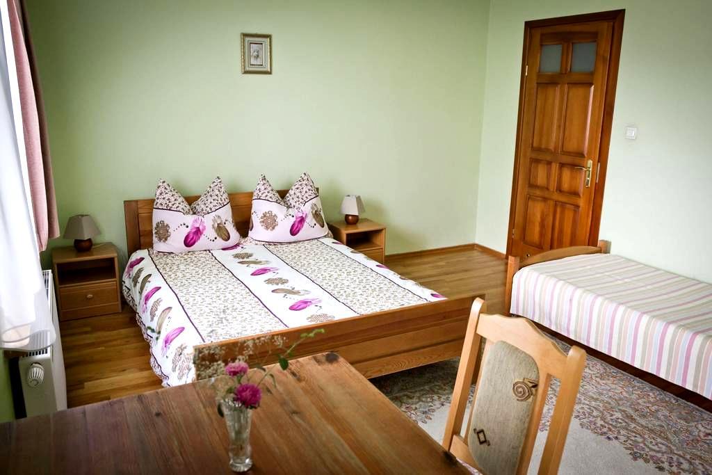 Pokój 4os w zabytkowym Dworku - Sobków - Bed & Breakfast