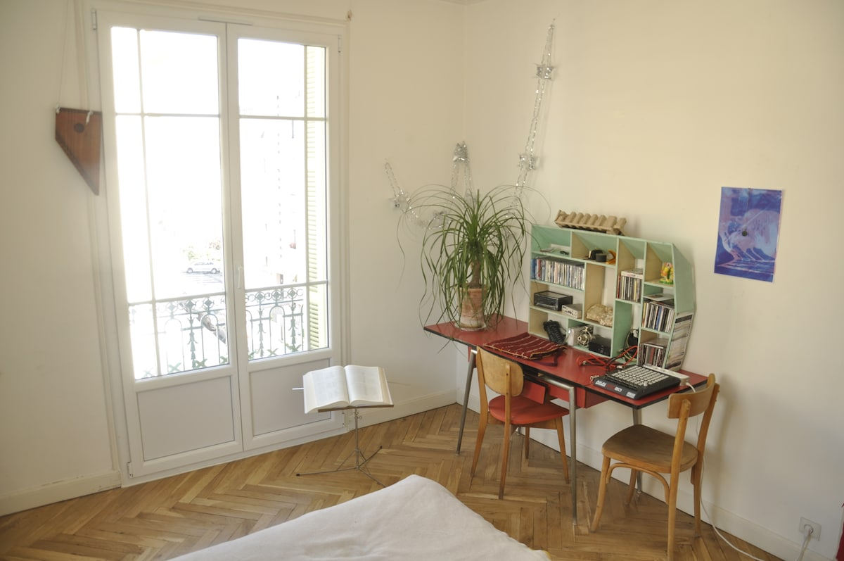 Cosy room in 100m2 flat