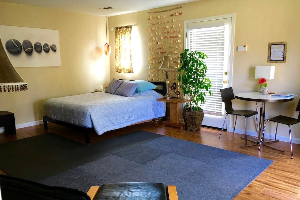 Spacious, clean, quiet private room - Novato - House