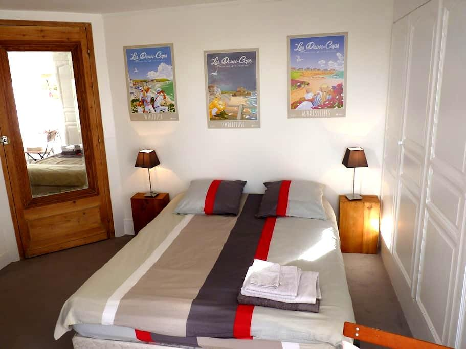 Private & quiet room overlooking garden - Boulogne-sur-Mer - Huis