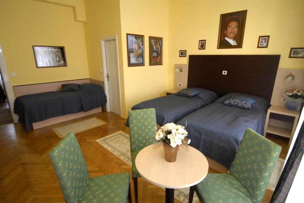 The Movie Hotel - Zagabria - Bed & Breakfast