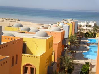 Al Dora Residence 5 * 97 qm, Pools