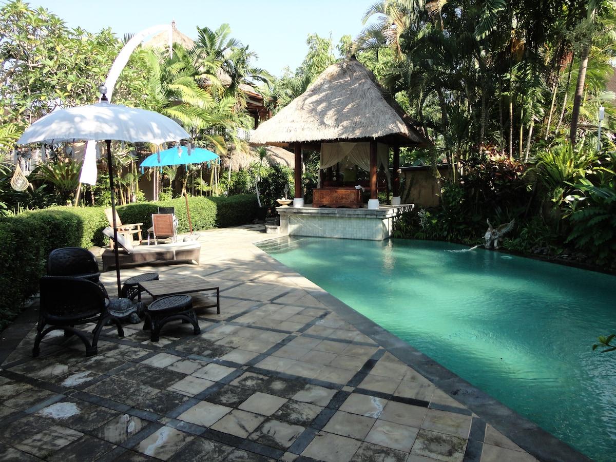 Gajah Biru Bungalows Veranda Suites