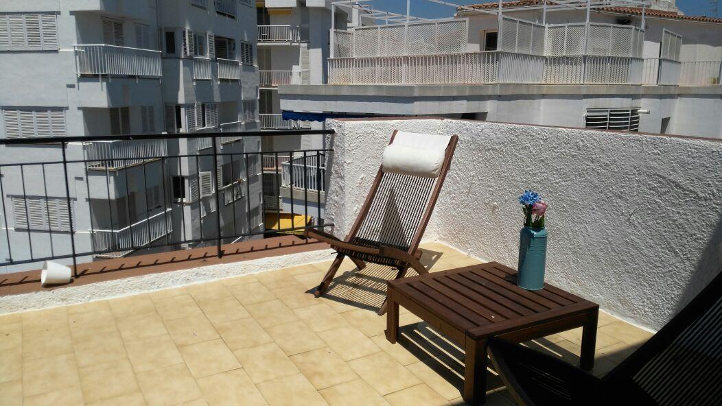 Bright attic w/ terrace 5' to beach