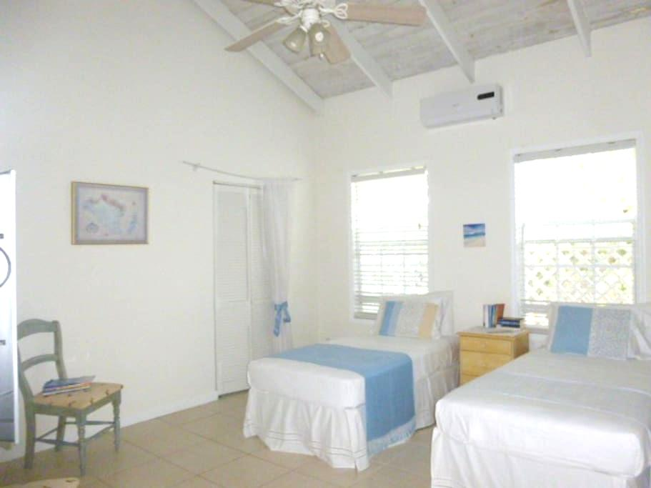 Private room with en suite bathroom - Caicos Islands - บ้าน