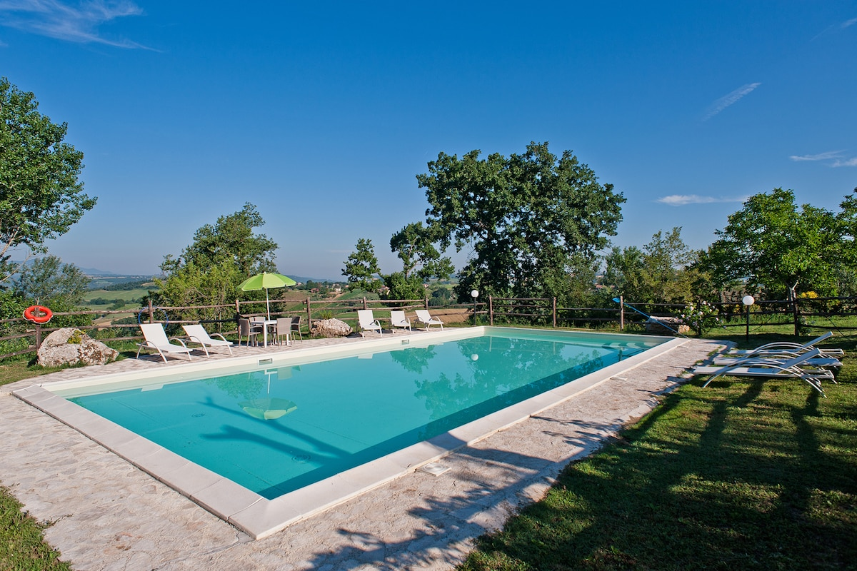 near Rome  villa with smimmingpool
