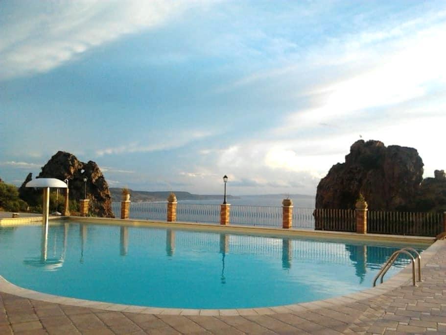 Casa Golfo del Leone sea view pool. - Nebida - บ้าน
