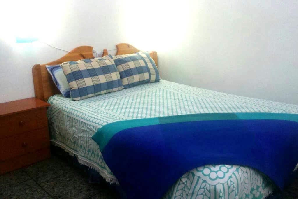 """Habitación Turquesa 10"""" aeropuerto. - Vecindario - Bed & Breakfast"""