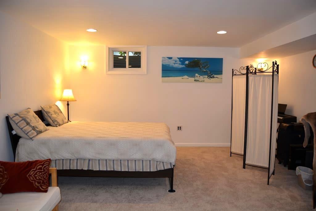 Basement spacious room in a house - North Potomac - Casa