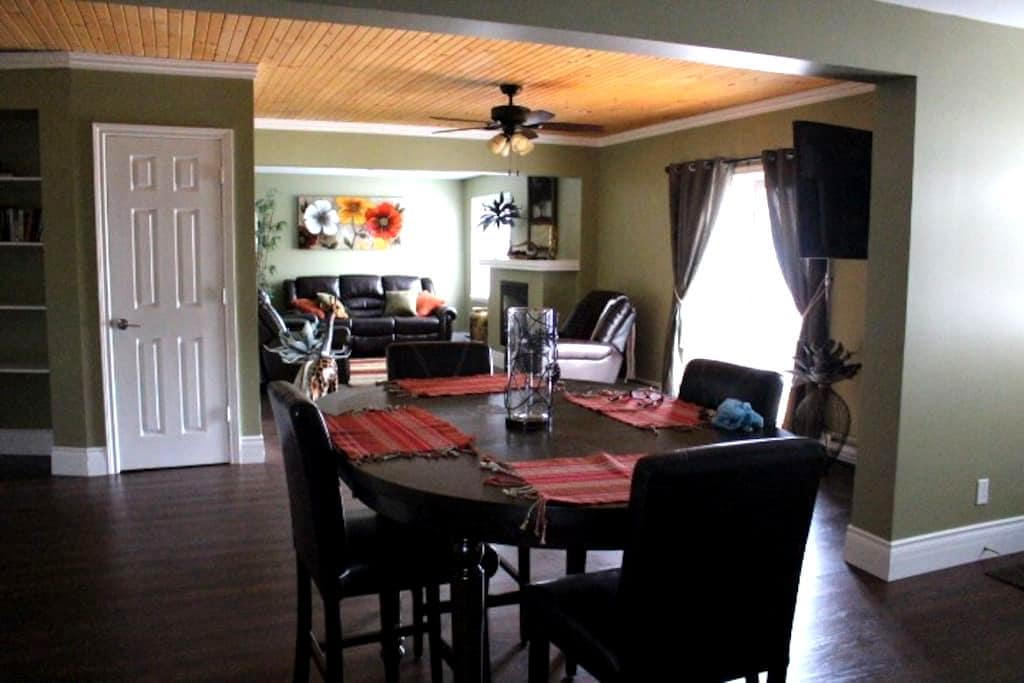 Quaint, Cozy & Spacious Suite - Prince Edward - Apartamento