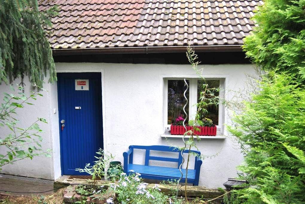 kleine saubere Wohnung mit separaten Eingang - Erlangen - Rumah Tamu