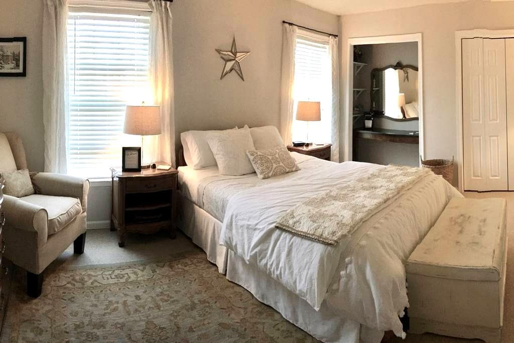 Home Comfort with Hotel Amenities - Mechanicsburg - Huis