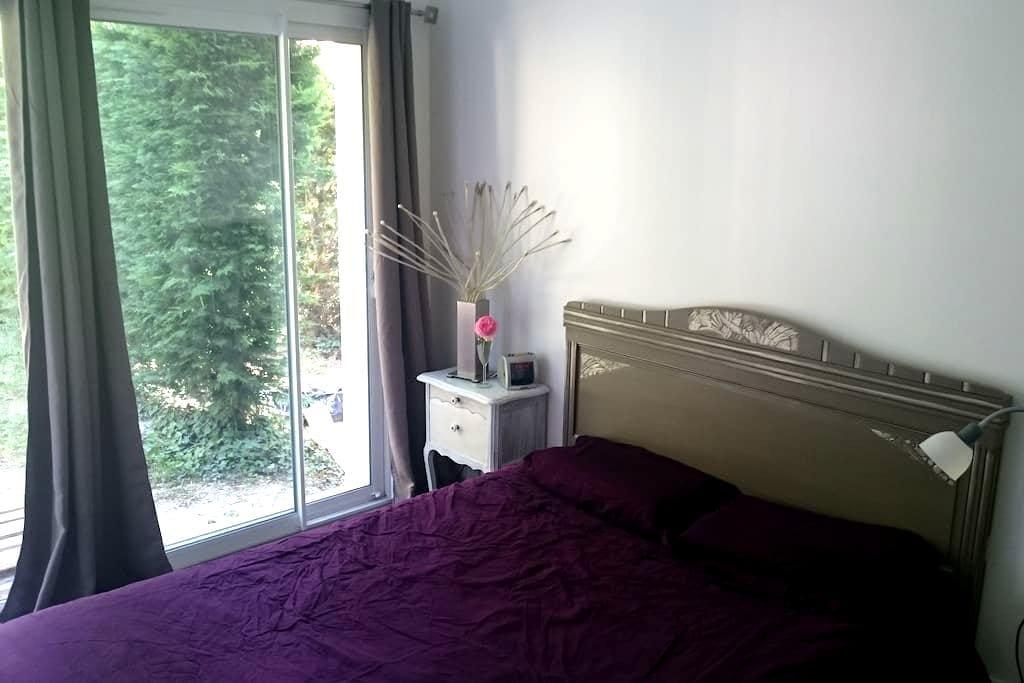 Chambre/sde/WC/entrée privés à la campagne - Saint-Julien-l'Ars - Villa