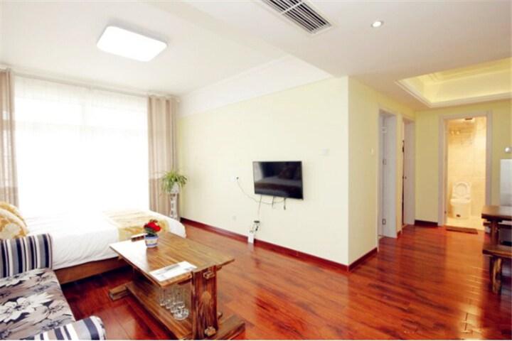 蓝天海景度假公寓F12(豪华海景家庭套房)