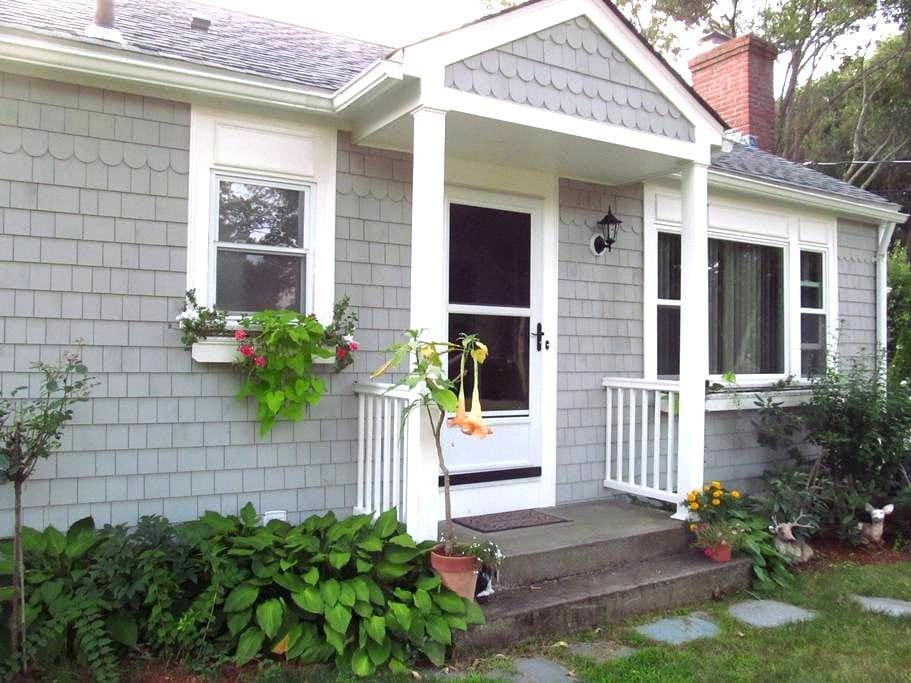 Charming 3-bedroom home - Barrington - House