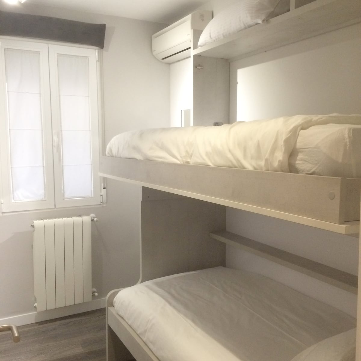 Bunk beds(90cm), private room