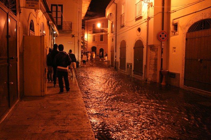 Corso Umberto I - deviazione notturna delle acque del fiume Tenza:La Chiena-The overflow