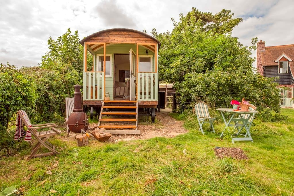 Simply lovely South Downs Shepherd hut - East Sussex - Cabaña