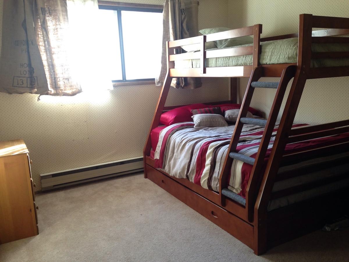 Clean. Quiet. Comfortable. Bunk Bed