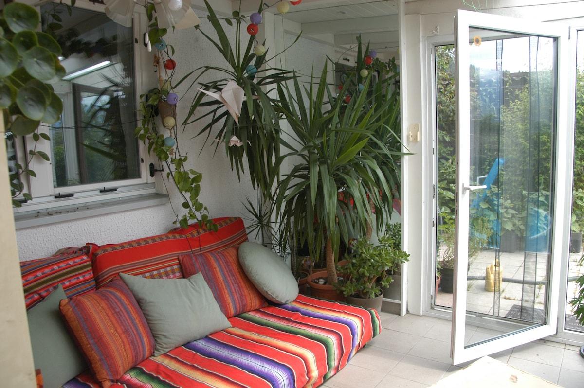 WG-Haus mit Garten & Pool im Grünen