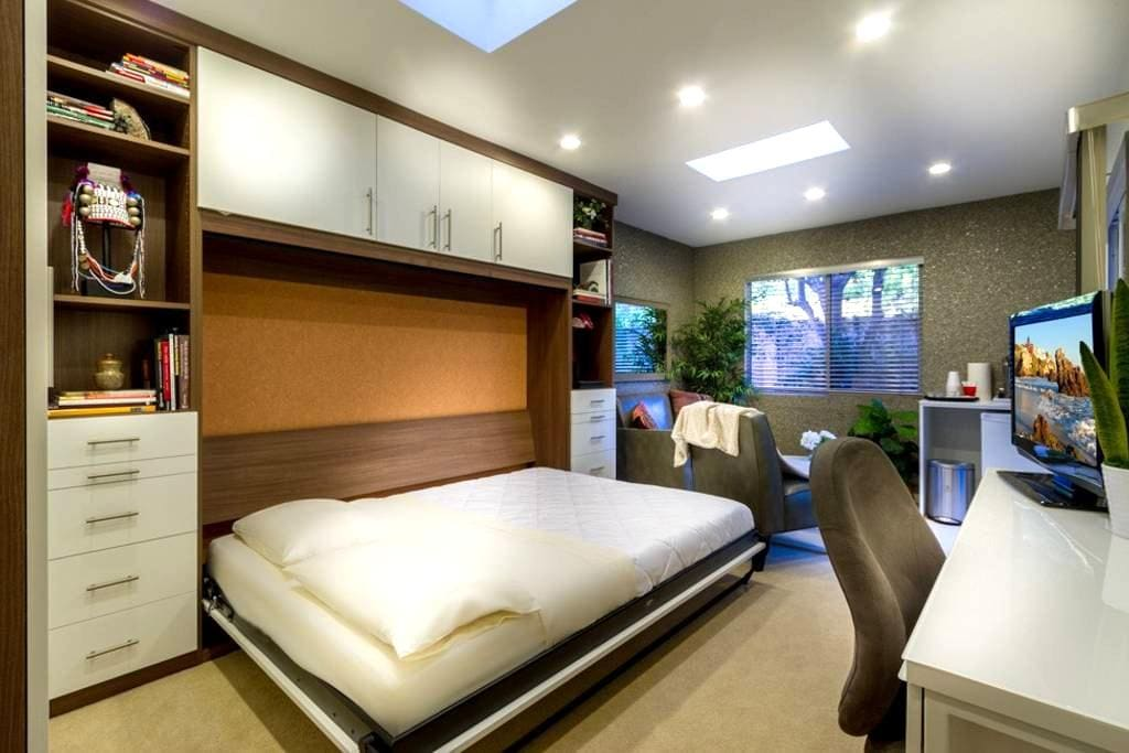 Your exclusive en-suite room with private entrance - 爾灣 - 獨棟