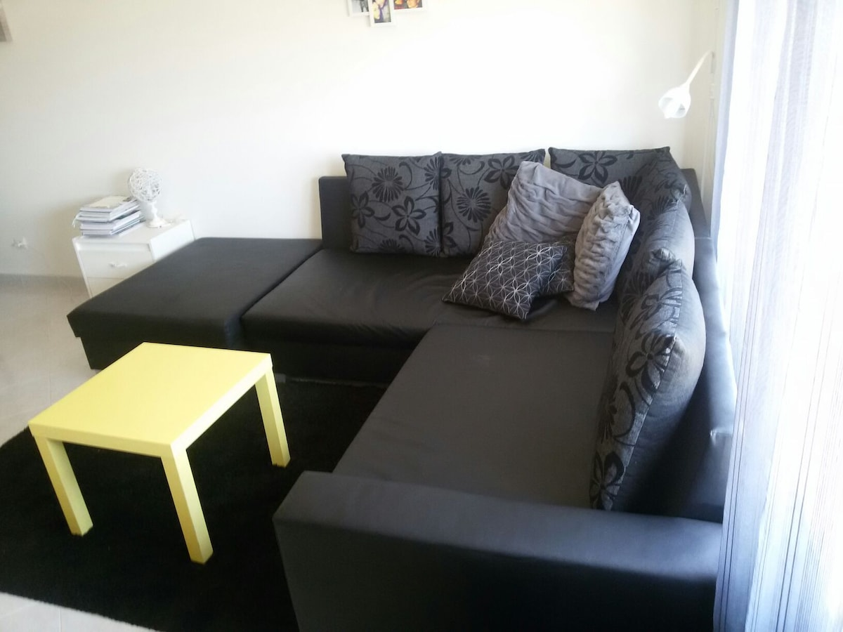 Private Couch (1 or 3 pax)