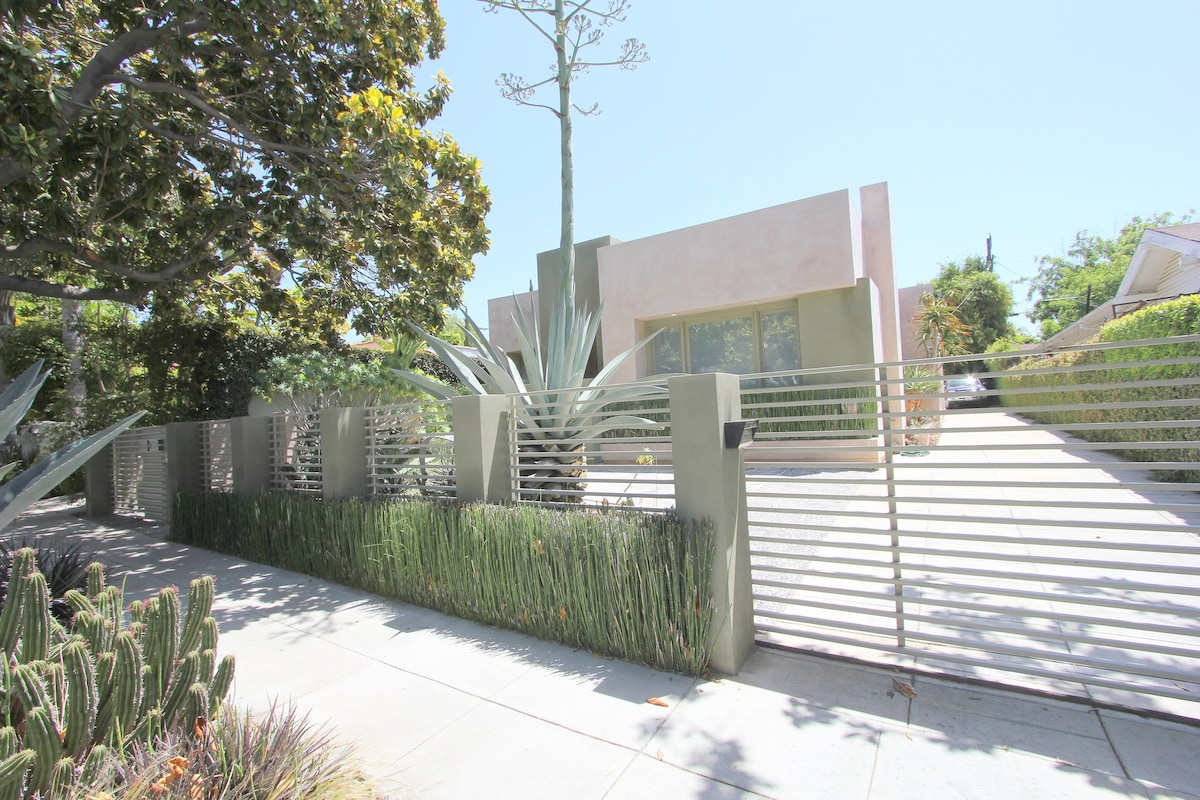 WEST HOLLYWOOD MODERN LUX 2 B 4130