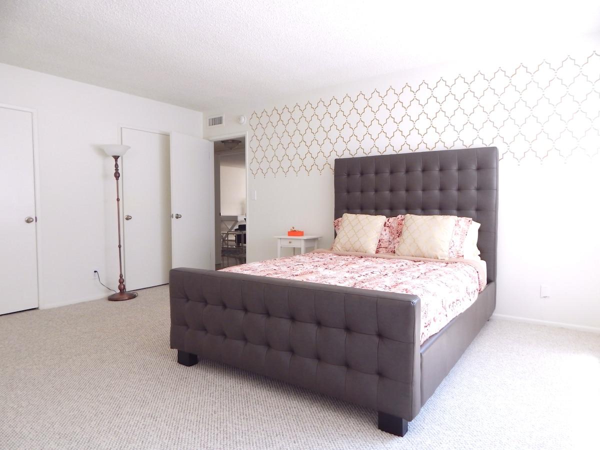 Master Bedroom+Bath Beverly Hills