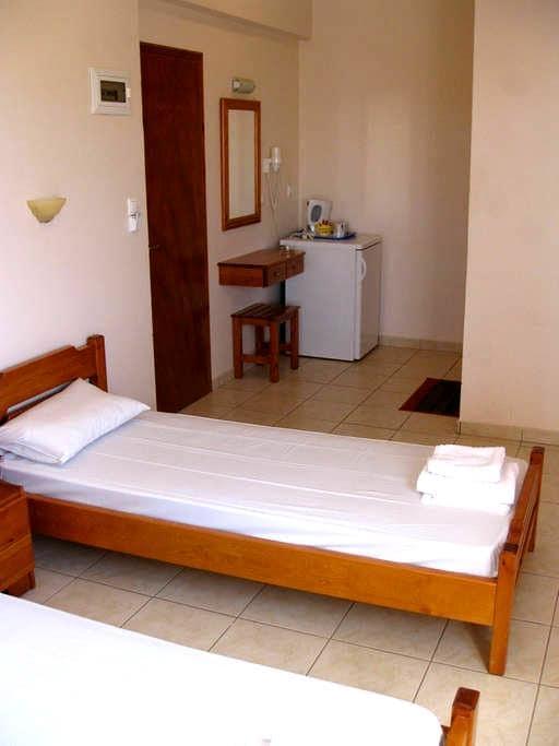 Trendy Rooms in Agathias - Agkathia - Apartamento