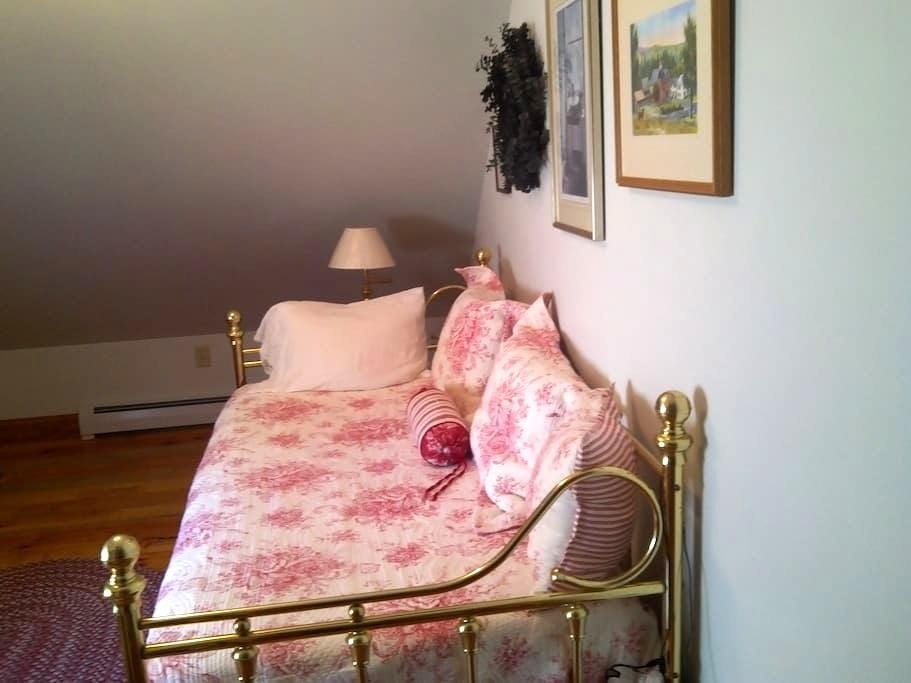 Cozy Room in Private, Country Home - Walpole - Hus