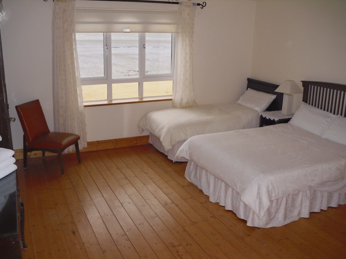 Family room directly overlooking the beach, en suite and has 1 double and 2 single beds.