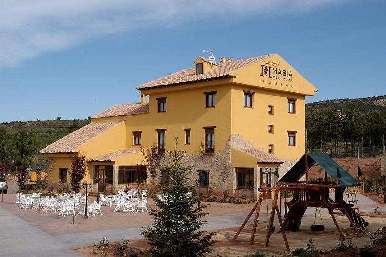 Hotel familiar en un entorno rural.