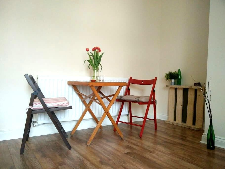 Cosy bedroom in a first floor house - Newcastle upon Tyne - House