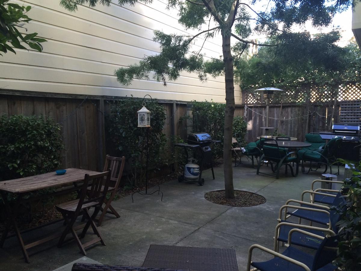 Beautiful Spot, BBQ patio & parking