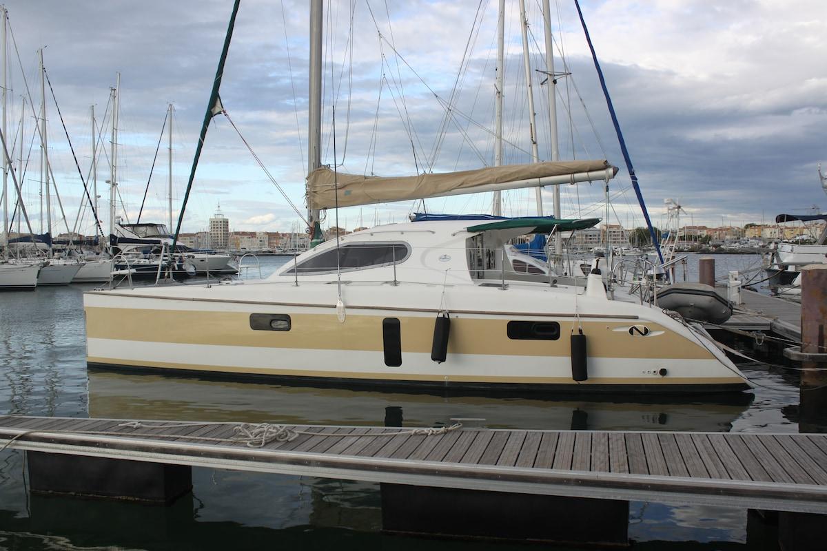 Yacht catamaran, Pas plus qu'à fond