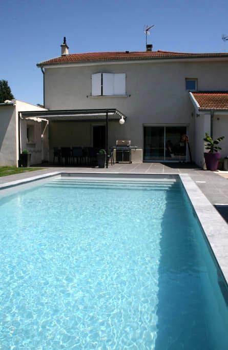 Belle Maison + Piscine Lyon Est Eurexpo - Saint-Pierre-de-Chandieu - Casa