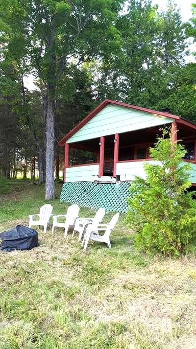Rustic Cabin on Echo Lake/Aroostook State Park!!! - Presque Isle - กระท่อม