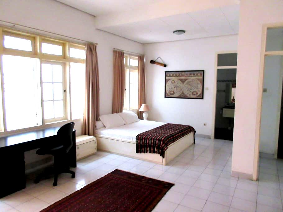 Central location for a professional - Central Jakarta - House