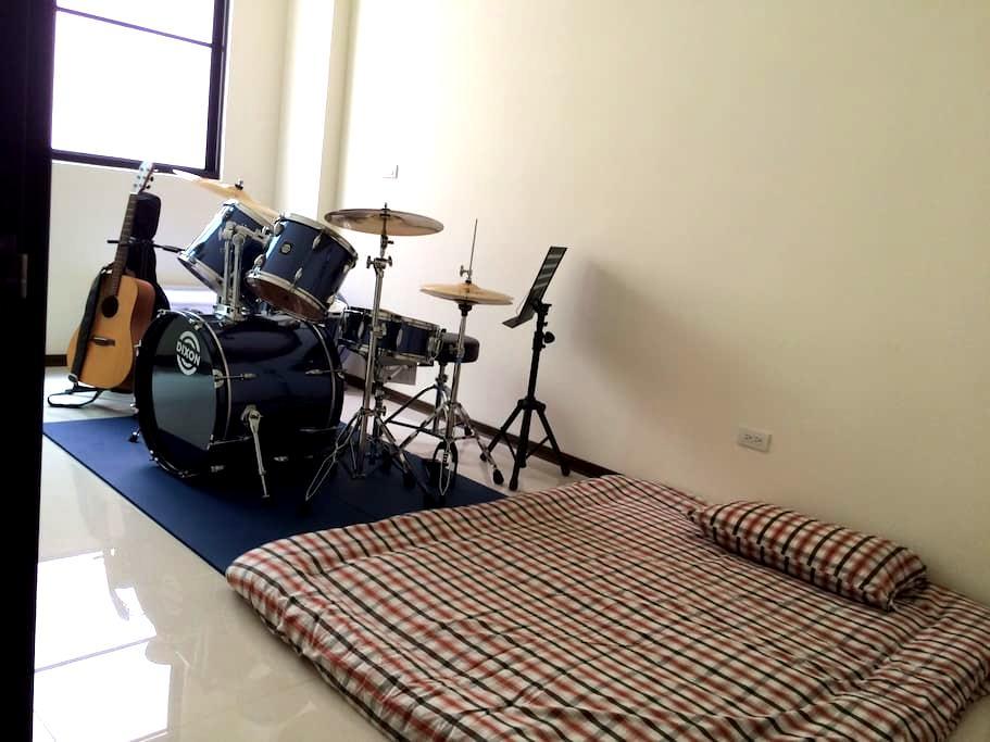 Rock Band - Nantou City - Byhus