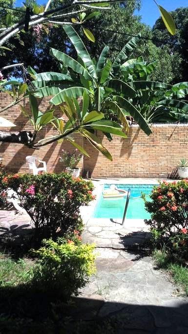 Nice suite&breakfast in trop garden - Olinda - Hus