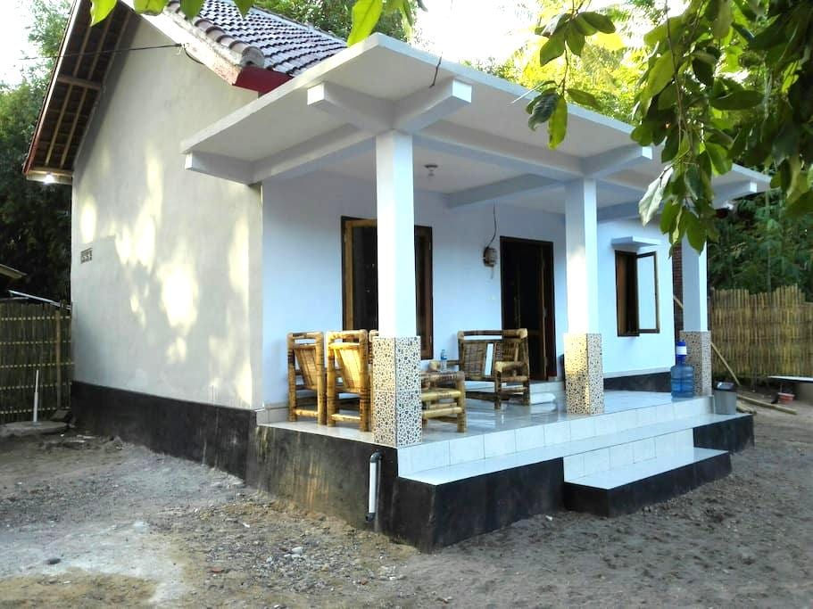 Mirans house (scooter included) - Pujut - Rumah