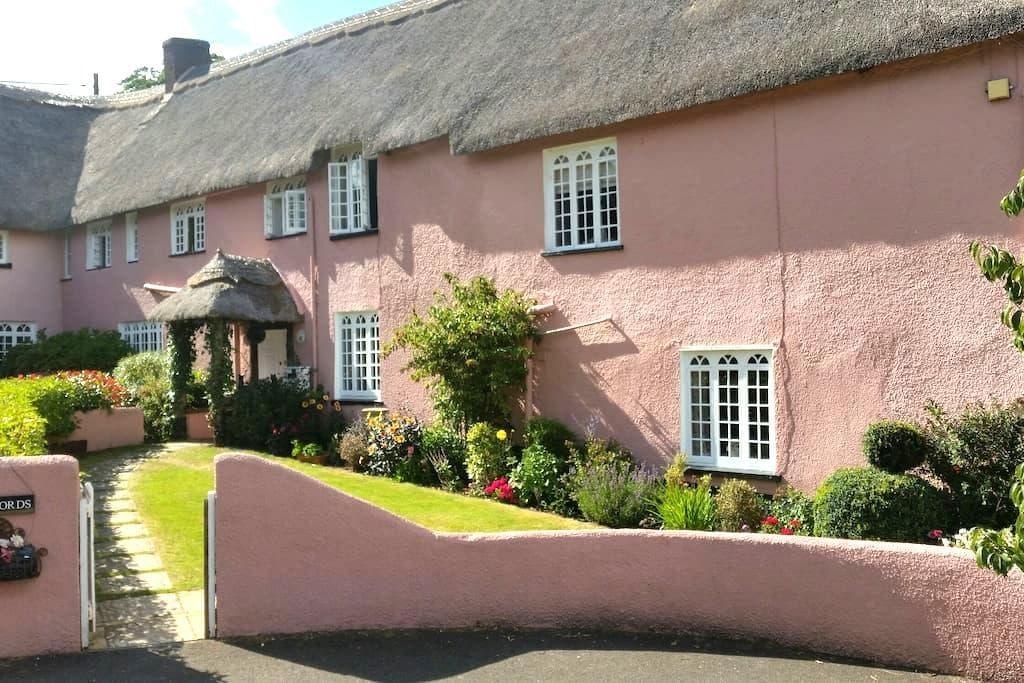 En suite Bedroom Thatched Cottage - Devon - Casa