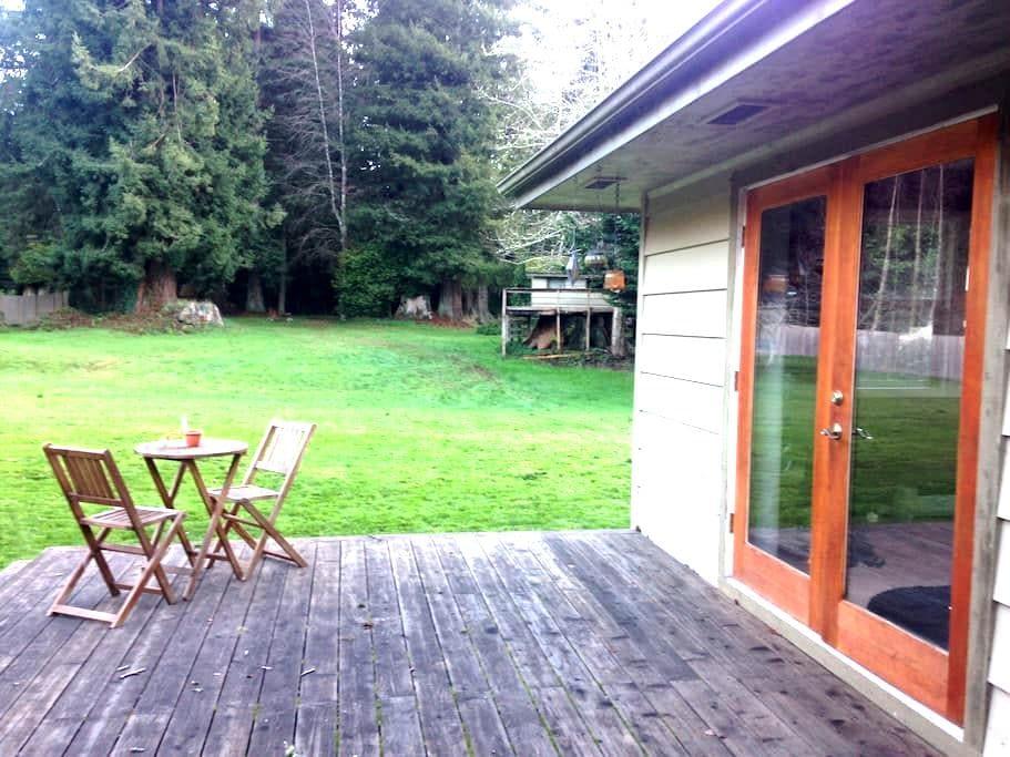 Redwood Retreat- near Arcata/Eureka - Bayside - Leilighet