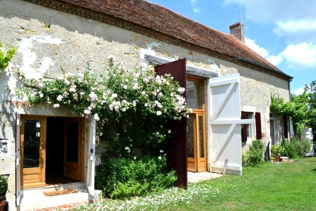 """LA THIBAUDE"" 58240 LIVRY (Bourgogne) - Livry - Дом"