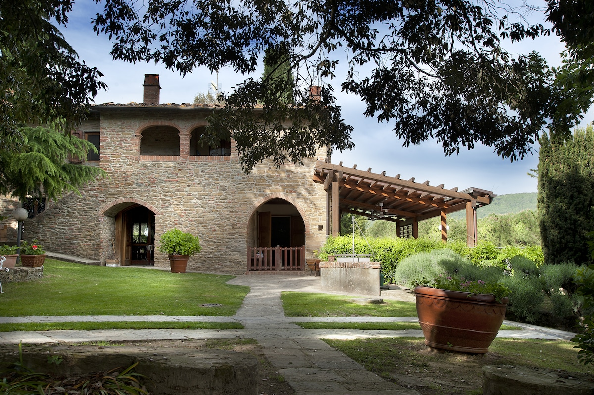 Tuscany luxury home in farmhouse