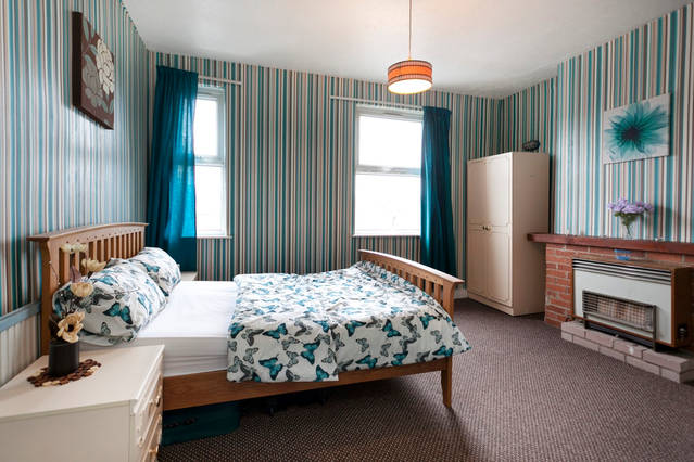 A Good sized double room 4Females ,