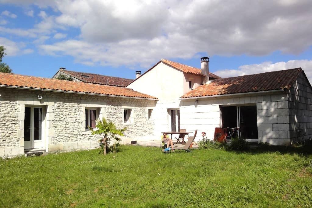 Chambre paisible a louer - Salignac-sur-Charente - Andelsboende