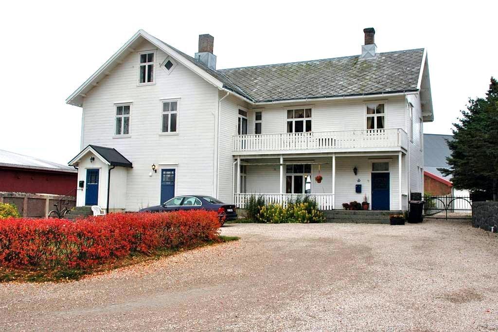 Angela's White House (single room) - Stamsund - Rumah atas pokok