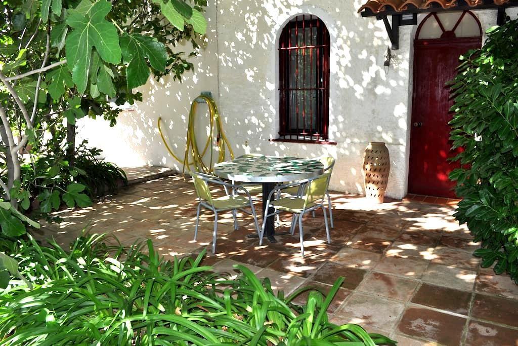 L'Agapanthe  chambre dans propriété - Le Soler - Apartment