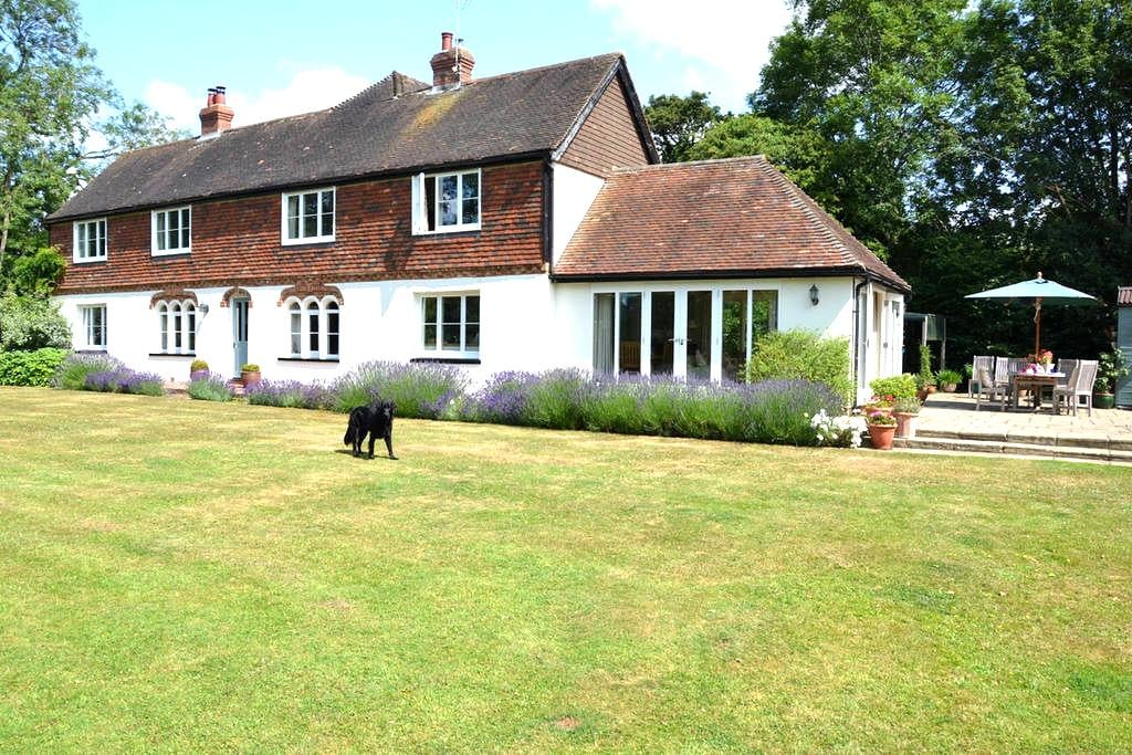 Secluded & comfortable family home - Ashford - Ház